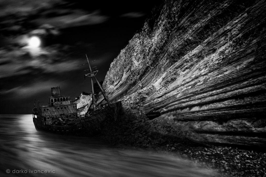 stranded - photo by darko ivancevic